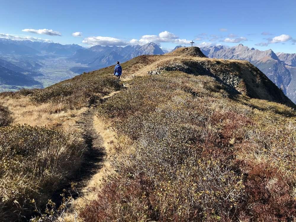 Die Wanderung auf die Kellerjochhütte ist auch im Spätherbst sehr schön mit Blick auf´s Karwendel