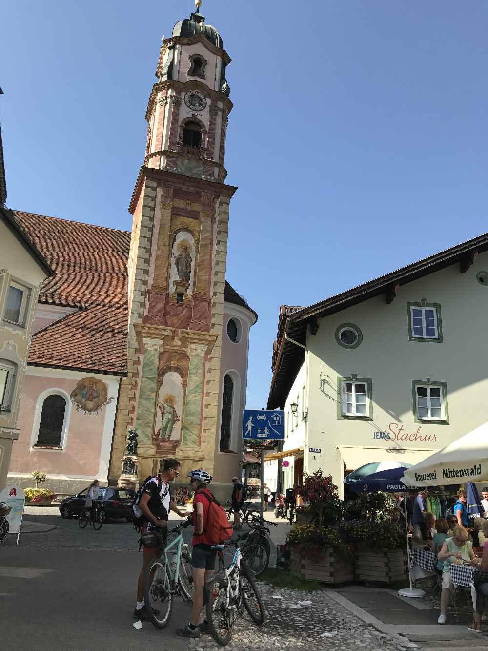 St. Peter und Paul - die Kirche in Mittenwald, mitten in der Altstadt