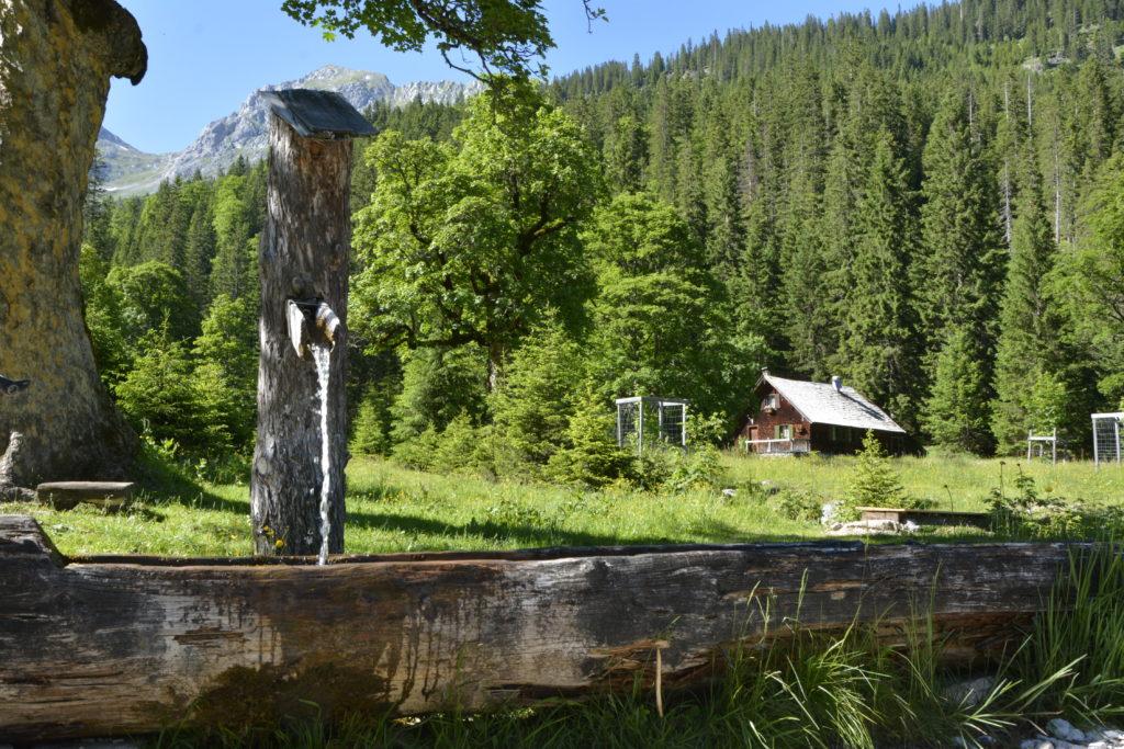 Das ist der Brunnen mit dem frischen Wasser aus dem Karwendel