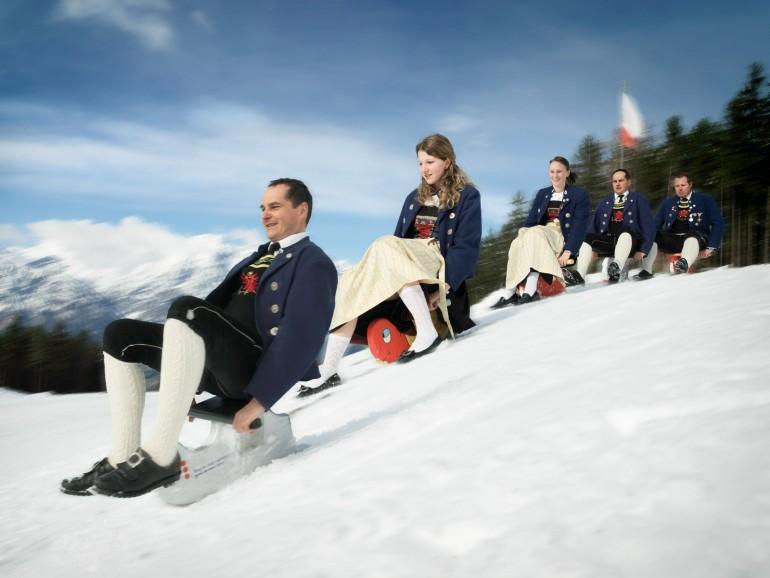 KLUMPERN - exotischer Wintersport im Winterurlaub in Hall Wattens am Glungezer (Bild: TVB Hall Wattens)