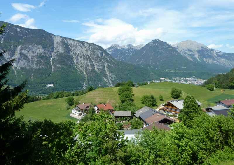 Schöner Blick über Gallzein mit dem Karwendel und Rofan