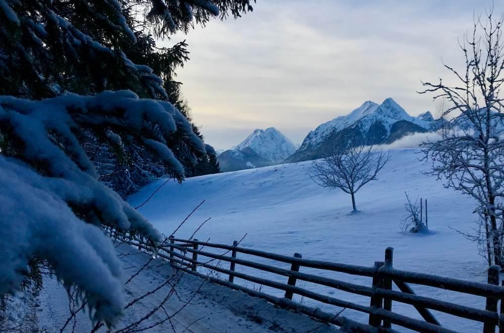 Der schöne Blick auf das verschneite Karwendel - traumhaft!