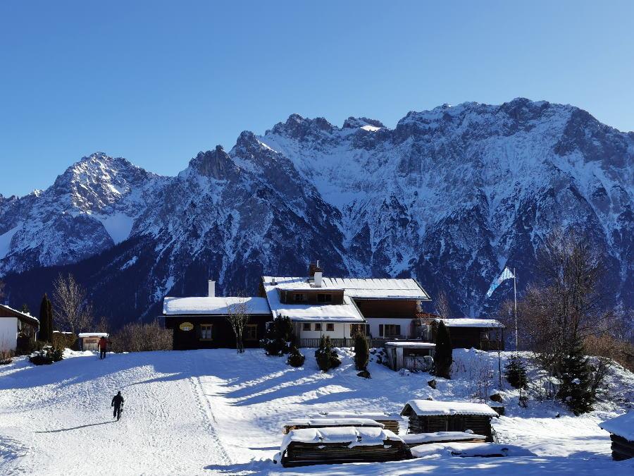 Und so ist das Wintermärchen in Mittenwald beim Winterwandern auf die Korbinianhütte