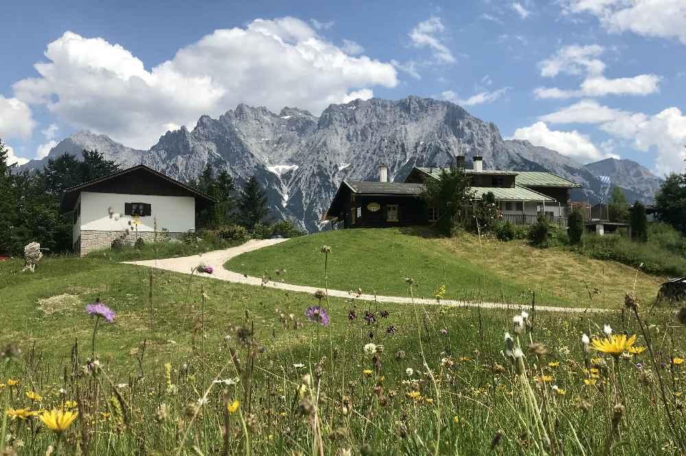 So habe ich die Korbinianhütte kennengelernt: Mit dem Blick zum Karwendel in Mittenwald