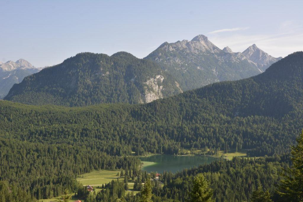 Kranzberg Mittenwald Ausblick auf den Lautersee und das Wettersteingebirge