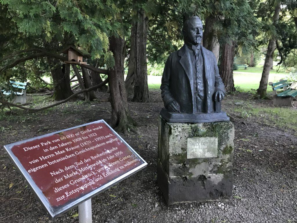Die Büste von Max Krause im Krause Garten Mittenwald