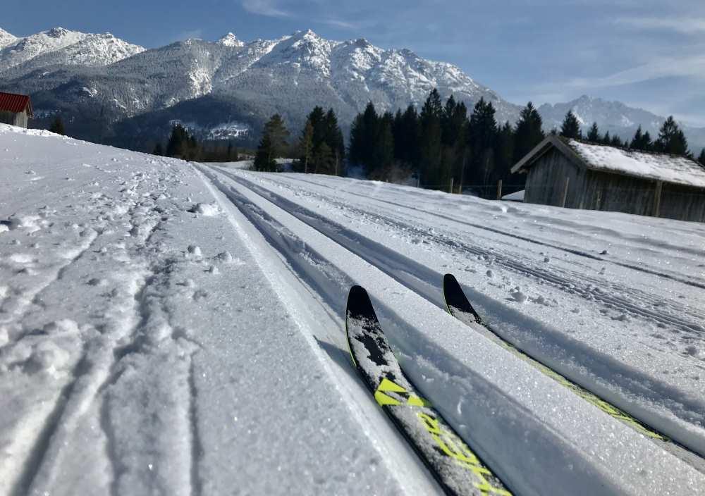 Mittenwald Winter: Die schöne Panoramaloipe mit Blick auf das Karwendel