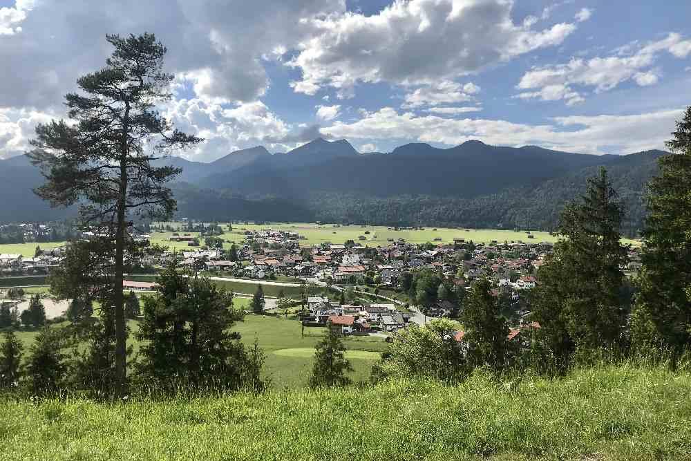 So schön liegt der Ort Krün! Ideal für einen tollen Urlaub im Karwendel.