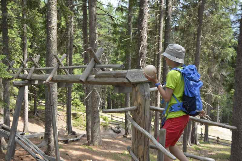 Der Kugelwald Abenteuerspielplatz am Berg, Glungezer in Tirol