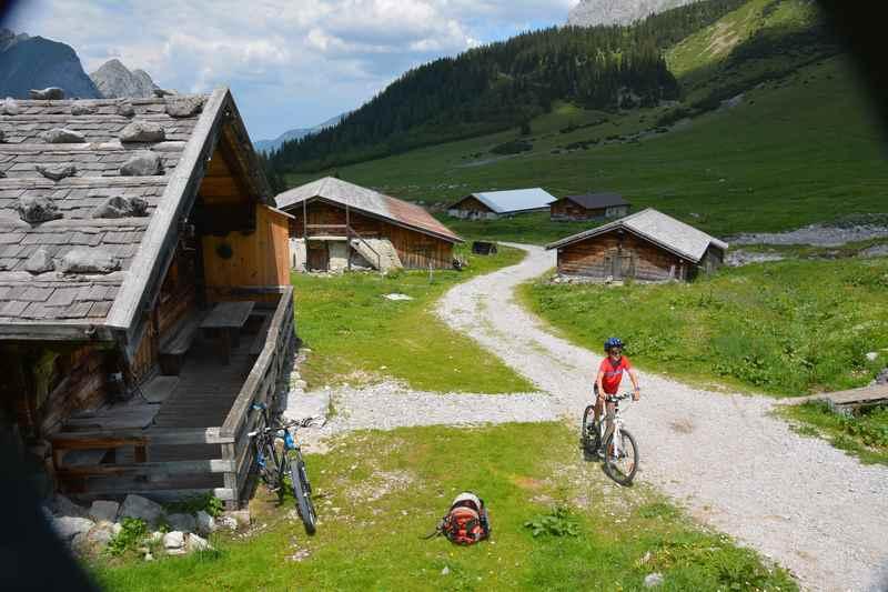 MTB Falkenhütte: Unterhalb der Falkenhütte ist das Steilstück bei der Ladizalm im Johannestal