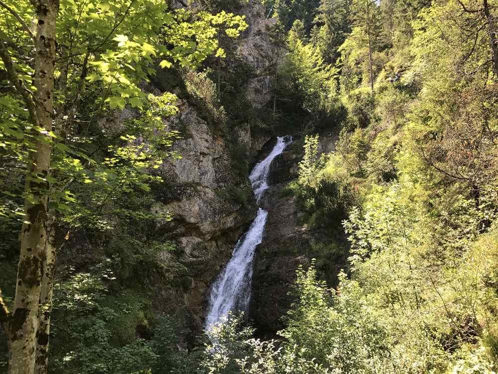 Das ist der größte Lainbach - Wasserfall in Mittenwald. Vorher und nachher sind noch kleinere Wasserfälle.