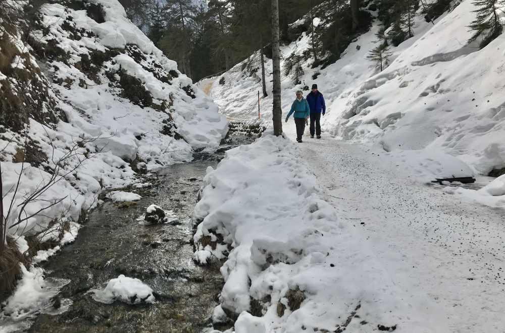 Von Mittenwald durch das Laintal auf den Kranzberg winterwandern