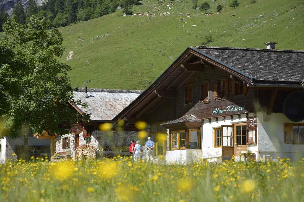 Land und Leute im Karwendel - auf der Alm, am Berg und im Tal