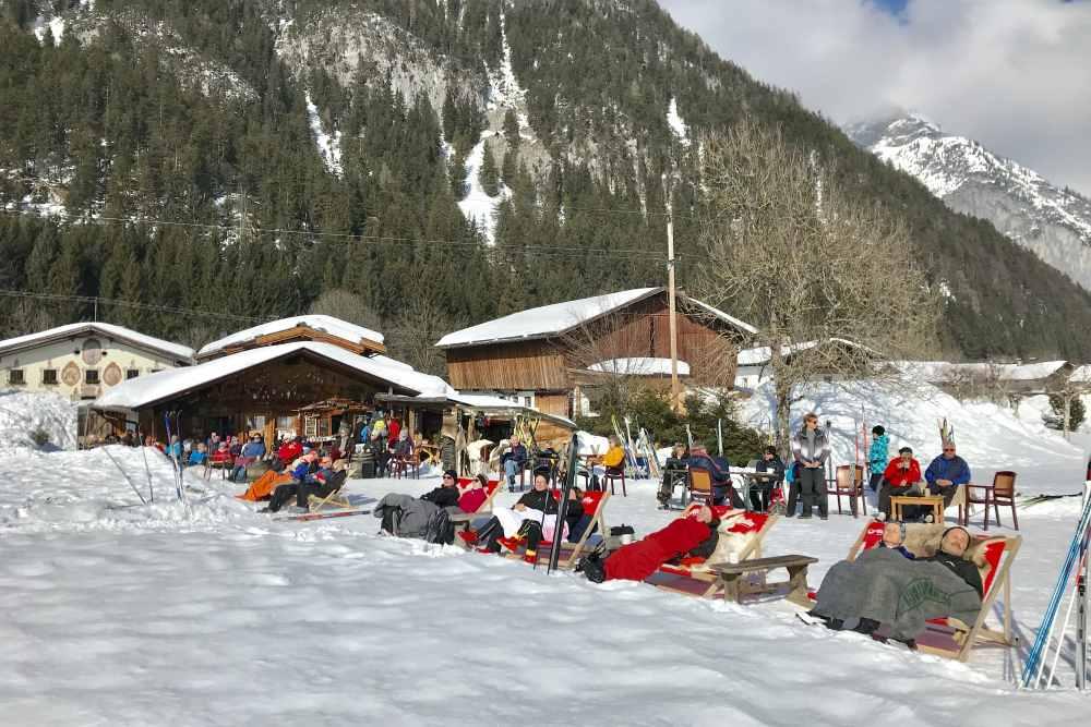 Bei Poli´s Hütte findest du eine urige Einkehr beim Langlaufen in der Leutasch, Tirol