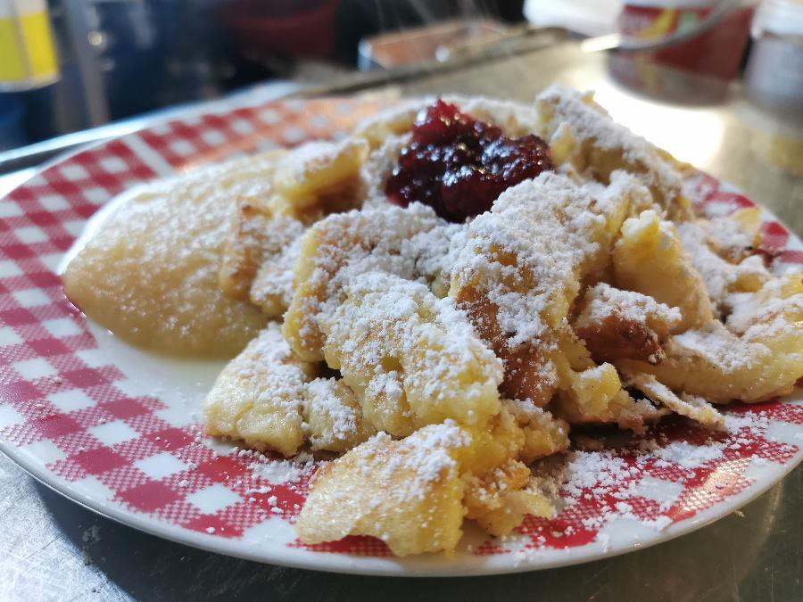 In Leutasch rodeln und den fantastischen Kaiserschmarrn auf der Wettersteinhütte essen