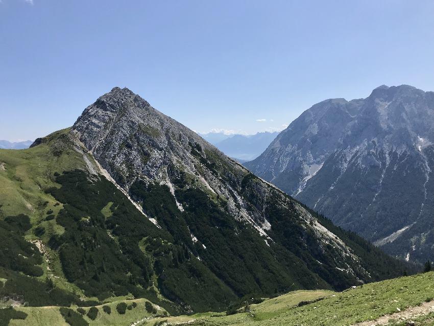 Das ist Predigtstuhl vom Gaistal aus gesehen - ein excellenter Aussichtsberg, da freistehend!