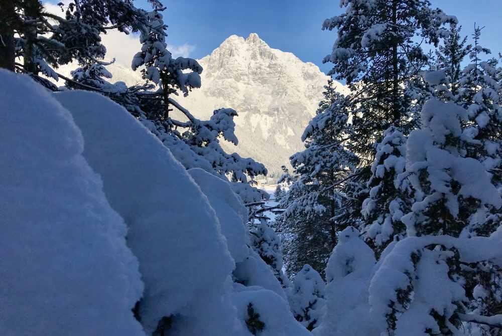Und so schön verschneit ist die Landschaft - traumhaftes Winterwunderland im Karwendel