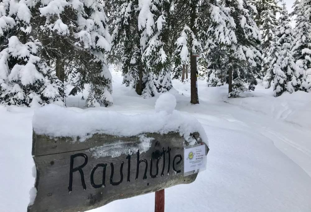 Und gleich dahinter stehe ich mitten in der Schneelandschaft - wo ist der Weg?