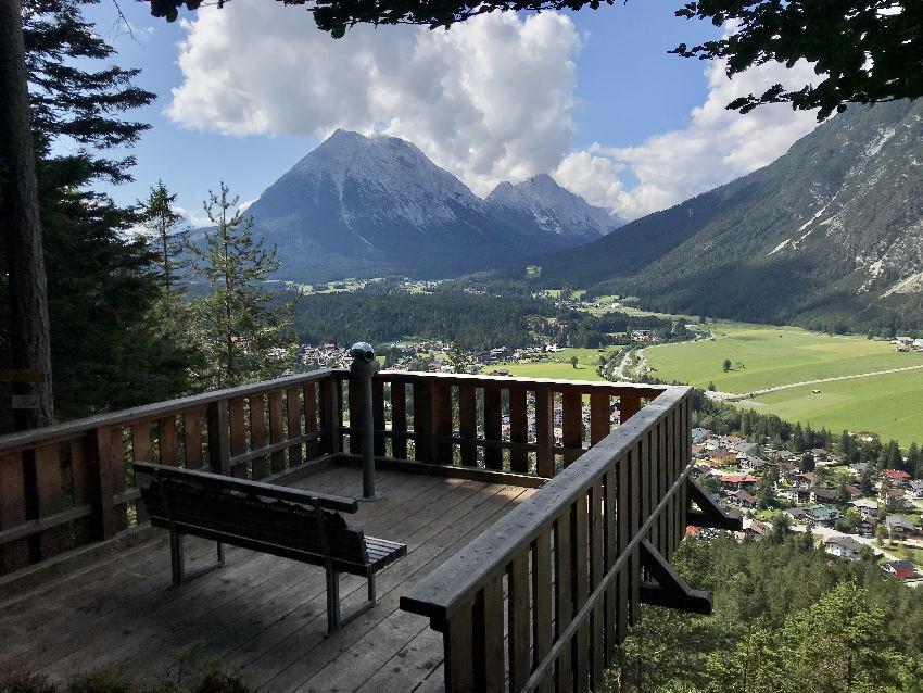 Leichtes Wanderziel ab dem Leutascherhof: Die Aussichtsplattform am Kurblhang