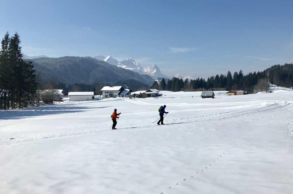 Vom Geroldsee in den Weiler Gerold auf der schönen Loipe langlaufen