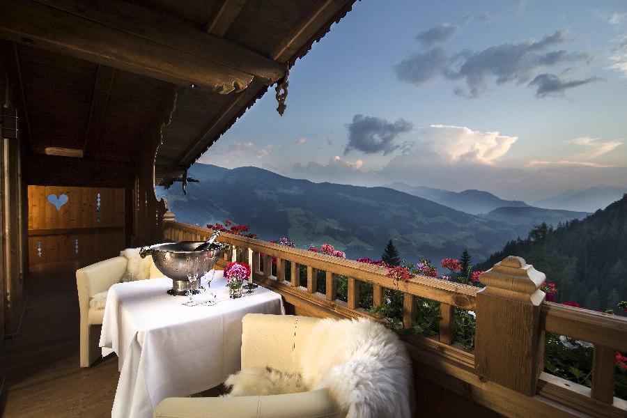Der Ausblick vom Luxus Chalet Österreich auf die Berge, alle Fotos: Bischofer Alm, Johannes Sautner