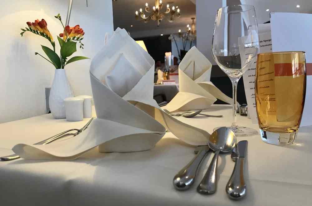 Luxushotel am Achensee: Stilvoll gedeckt beim Abendessen