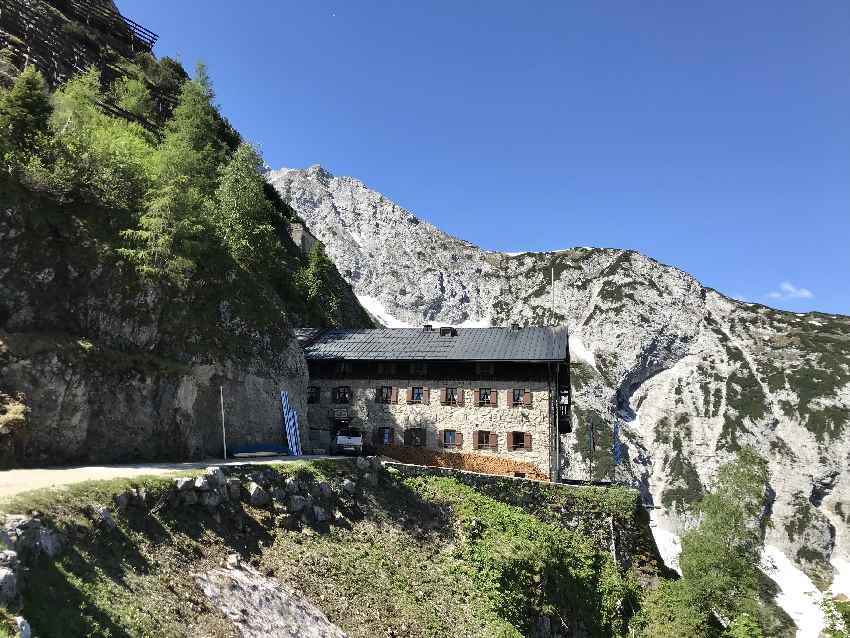 Ziel erreicht: Das Karwendelhaus