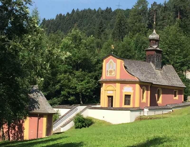 Zum Wallfahrtsort Maria Larch - liegt auf dem Jakobsweg in Tirol, Karwendel