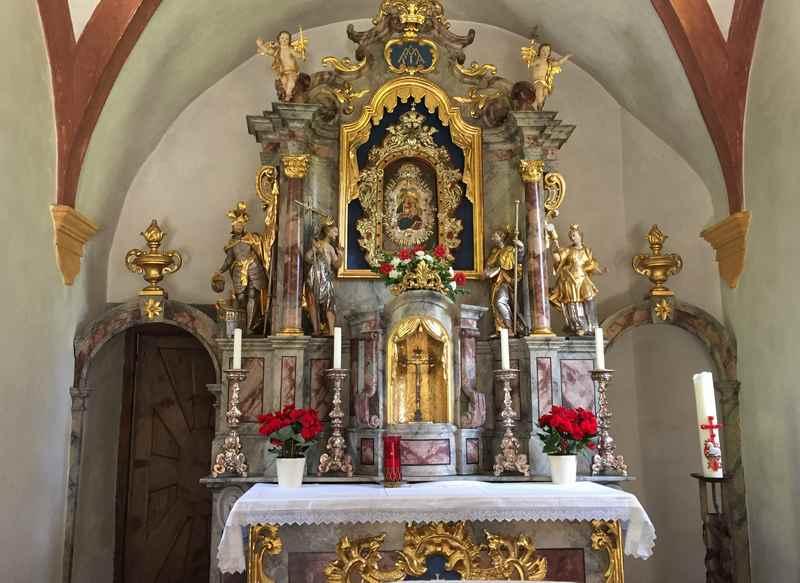 Der Innenraum der Maria Larch Kapelle, Wallfahrtskirche im Karwendel
