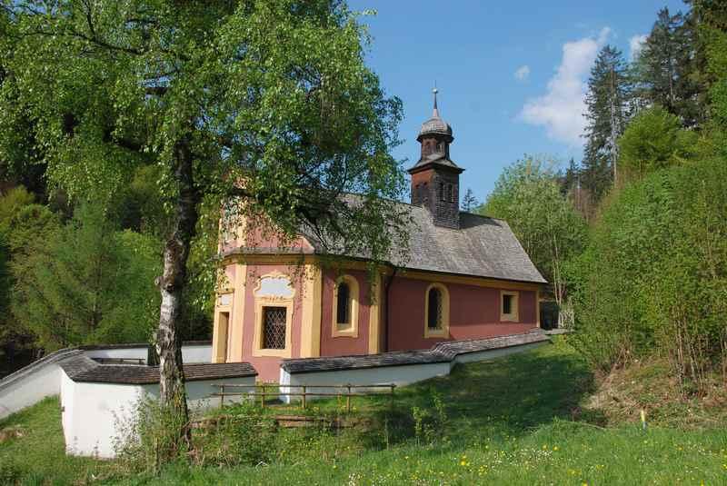 Die Maria Larch Kapelle mit dem Heilwasser - Wallfahrtsort in Tirol
