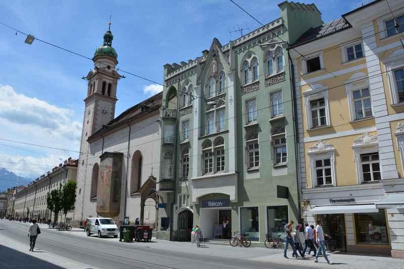 Innsbruck Sightseeing in der Maria Theresien Straße: Von der Annasäule zur Triumphpforte