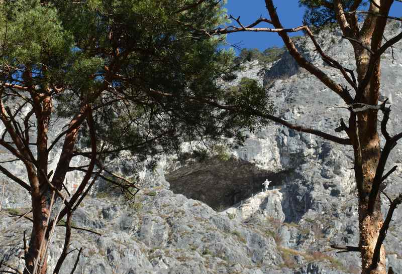 An der Martinswand klettern in Zirl, mit der Maximiliansgrotte im Karwendel