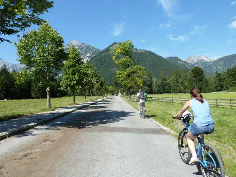 Die Mautstrasse in Pertisau durch das Gerntal in Tirol
