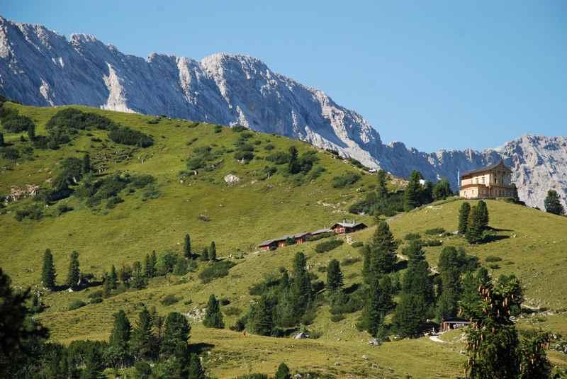 Von Mittenwald am Kranzberg vorbei mountainbiken, hinauf zum schönen Schachenhaus