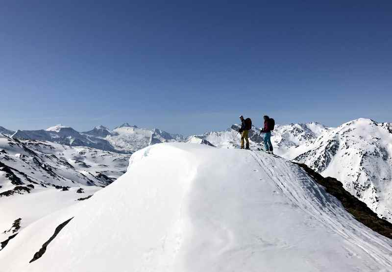 Immer dem Grat entlang führt die Skitour über das Nafingköpfl zur Halslspitze in Tirol