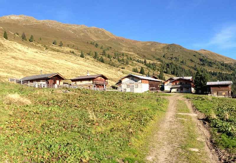 Auf die Nonsalm mountainbiken in den Tuxer Alpen, ab Weerberg