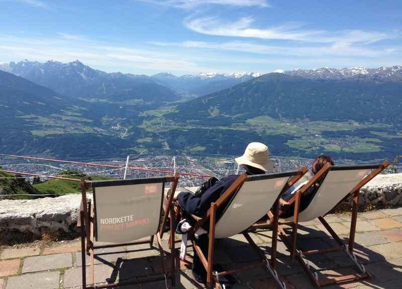 Wunderbare Aussicht von der Seegrube auf der Nordkette über Innsbruck und die Berge