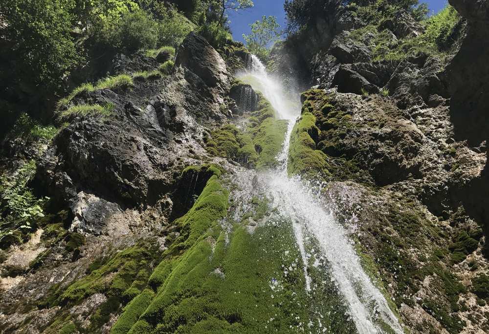 Das ist der Wasserfall im Unterautal nahe dem Startpunkt der Hochplatte - Wanderung