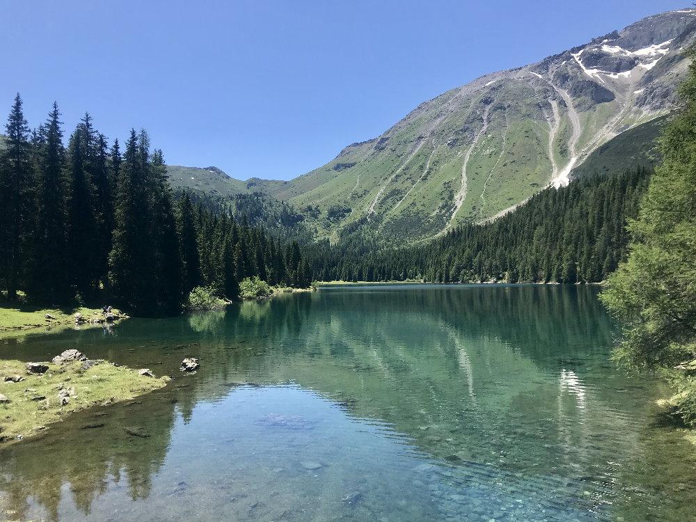 Schön, aber versteckt in den Alpen: Der Obernberger See in Tirol