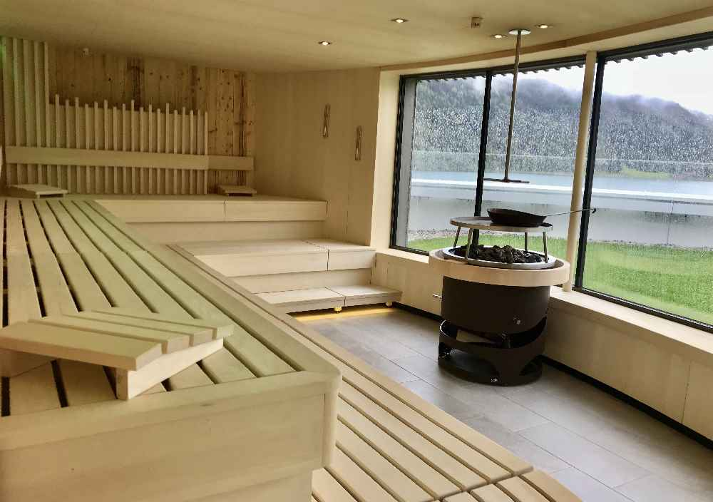 Eine warme Sauna gehört im Oktober Urlaub im Karwendel dazu - so wie hier im Atoll am Achensee