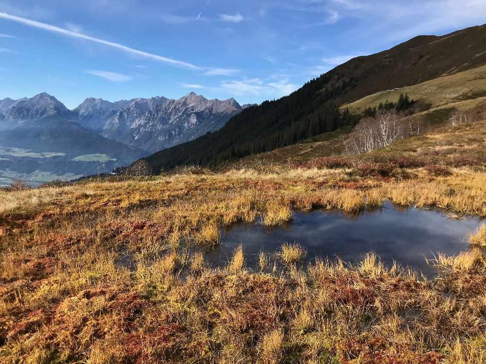So schön bunt ist die Landschaft im Oktober zum Wandern im Karwendel