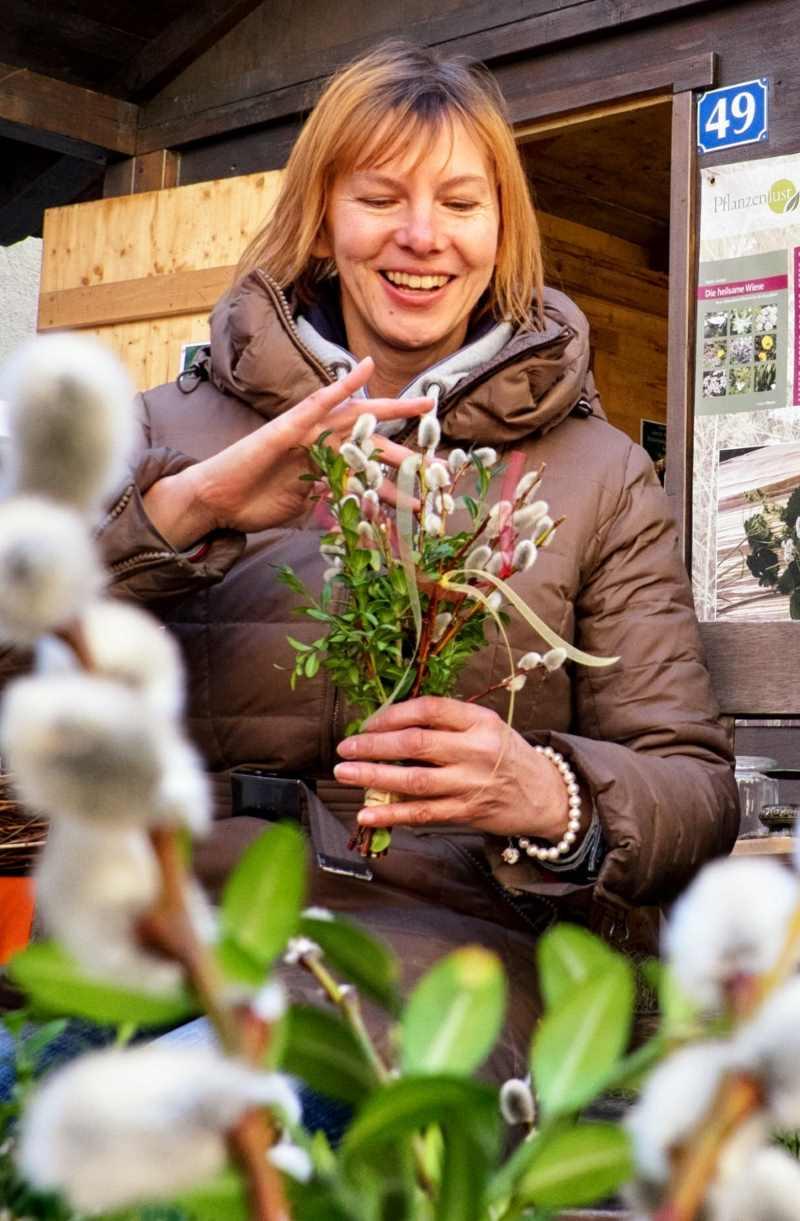 Auf dem Ostermarkt in Bad Tölz kann man auch Palmbuschen binden, Foto: Kräutererlebniszentrum e.V.
