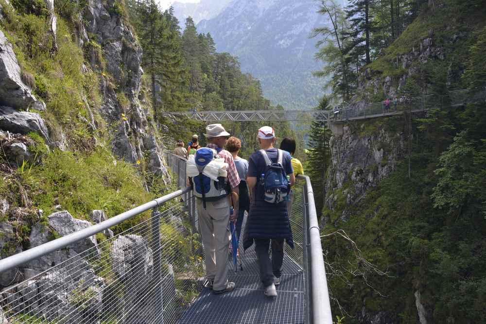 Der Blick auf die Panoramabrücke vom gesicherten Steig auf der anderen Seite