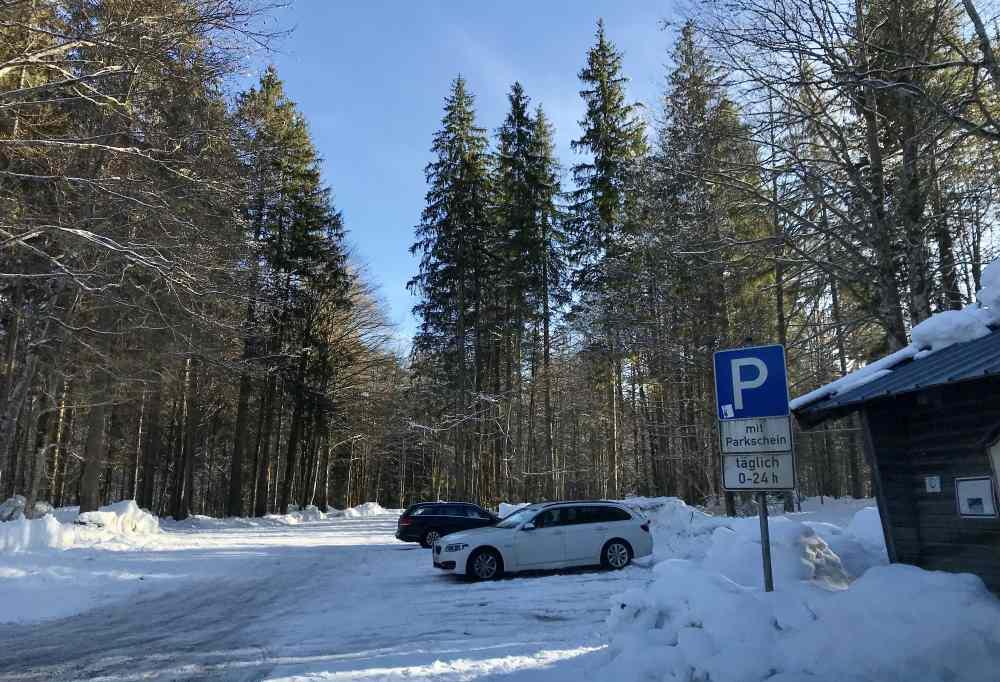 Das ist der Parkplatz in Fall beim Sylvensteinsee