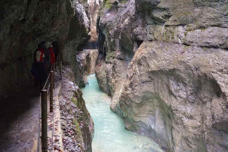 Durch die Partnachklamm wandern im Wetterstein bei Garmisch Partenkirchen