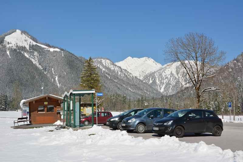 In Pertisau geht es bis zum Parkplatz Karwendeltäler mit dem Auto, dann zu Fuß weiter