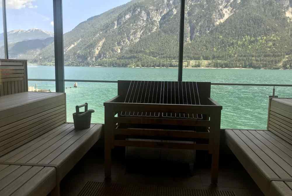 Aus der Saunabank auf den türkisblauen Achensee schauen, das gibt´s nur im Fürstenhaus
