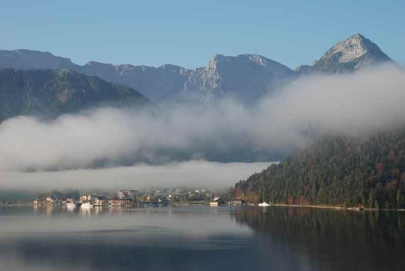 Der Ort Pertisau mit dem Achensee, hinten das Karwendel