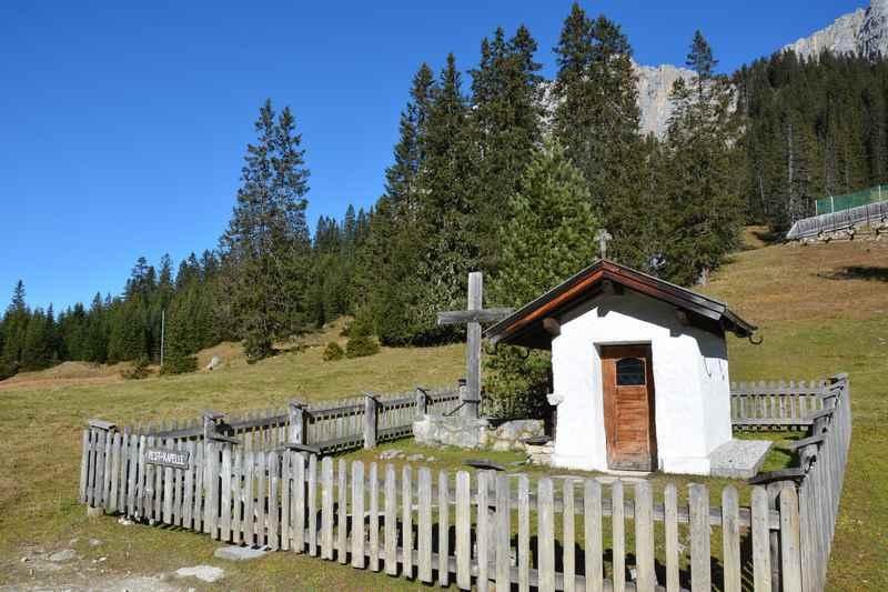Zur Pestkapelle bei der Zugspitze mountainbiken im Wettersteingebirge, Tirol