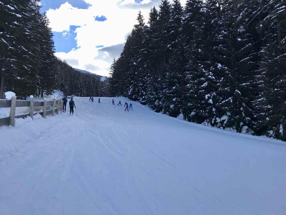 Auf der Skipiste hinauf - beliebte Pistenskitour bei Innsbruck